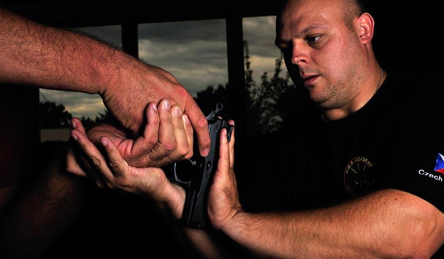 Boj proti  střelné zbrani